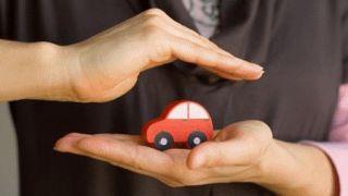 Descienden los precios de seguros de coche