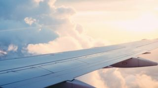Las mejores apps para encontrar vuelos baratos este verano