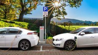 Estas son las principales diferencias entre los coches híbridos, eléctricos y térmicos
