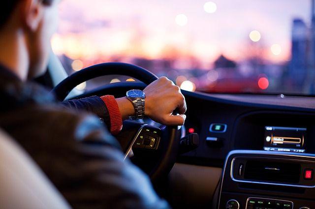 en_que_casos_pueden_circular_los_coches_que_no_tienen_la_pegatina_de_la_dgt