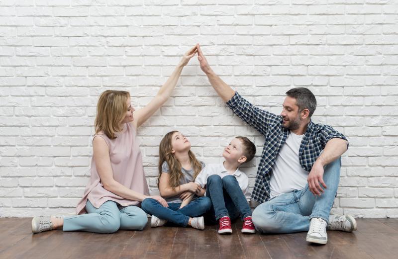 personas-tiempo-ahorrar-dinero-hipoteca